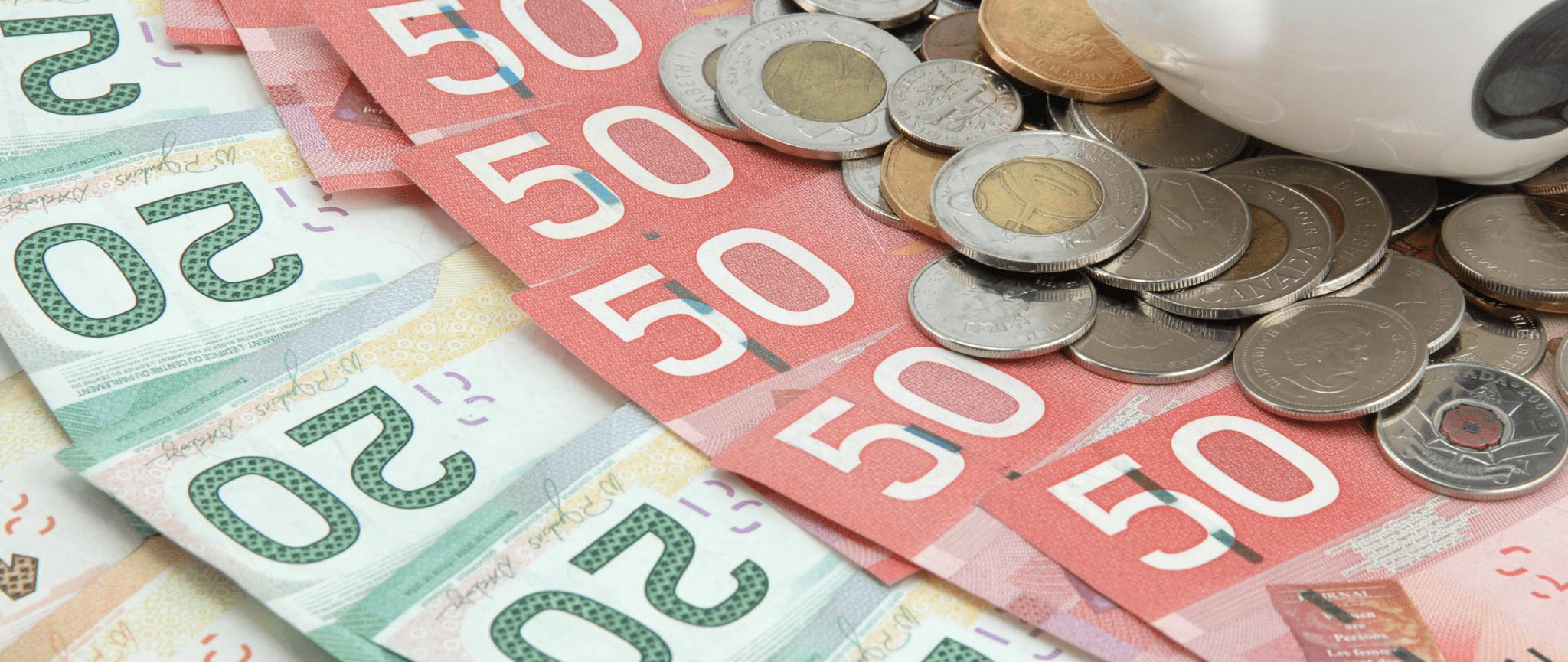 Monnaie canadienne incluant des billets de 20 $ et de 50 $ ainsi qu'une variété de pièces